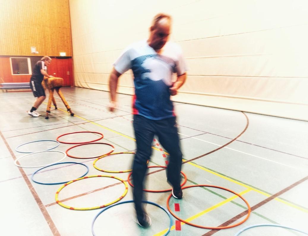 Sport-und Konditionstraining in der Halle von HEALTH-COACHING.com
